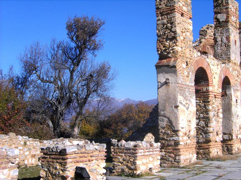 Ruinen des heiligen achilios. kleiner prespa see