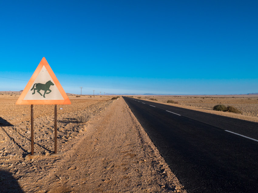 Namibia Strassenschilder-1080560