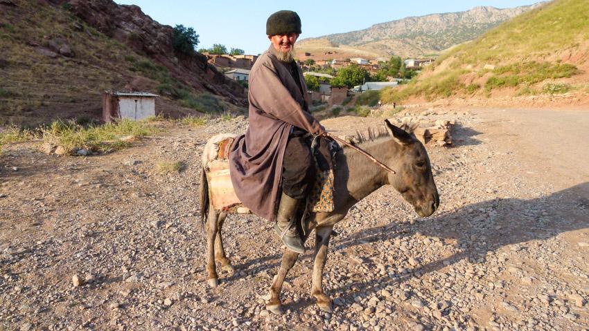 ABSURDISTANI Usbekistan-1060545