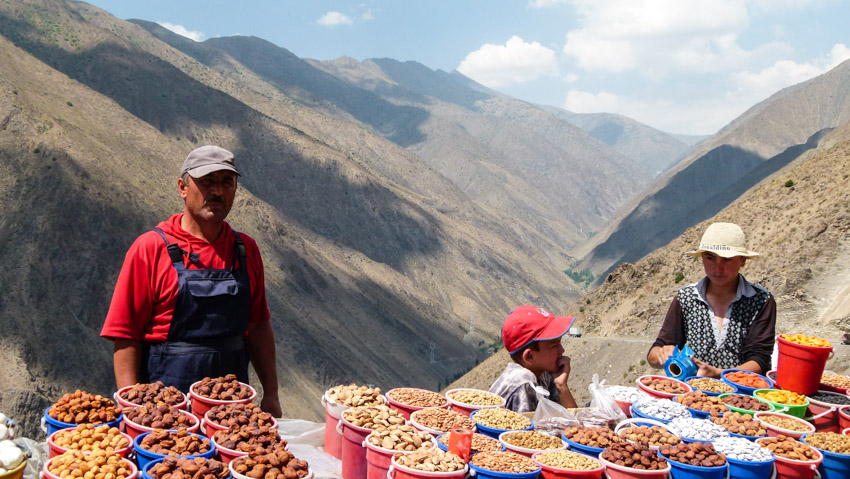 ABSURDISTANI Usbekistan-1070055