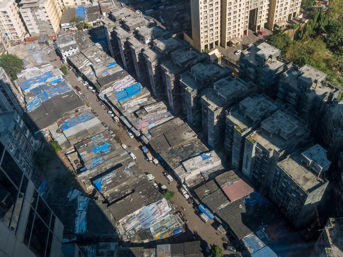 Wellblechhütten von oben in Mumbai