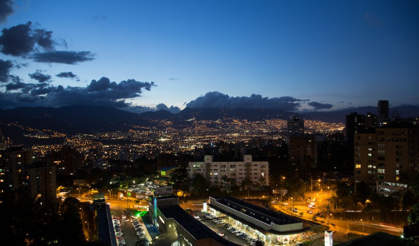 Medellin bei Nacht, Penthouse 11. stock © Deniz Ispaylar