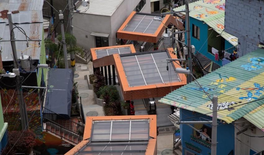 Rolltreppen im Distrikt 13, um die Menschen am Berg zu verbinden - vor allem Kinder und ältere Leute ©Deniz-Ispaylar