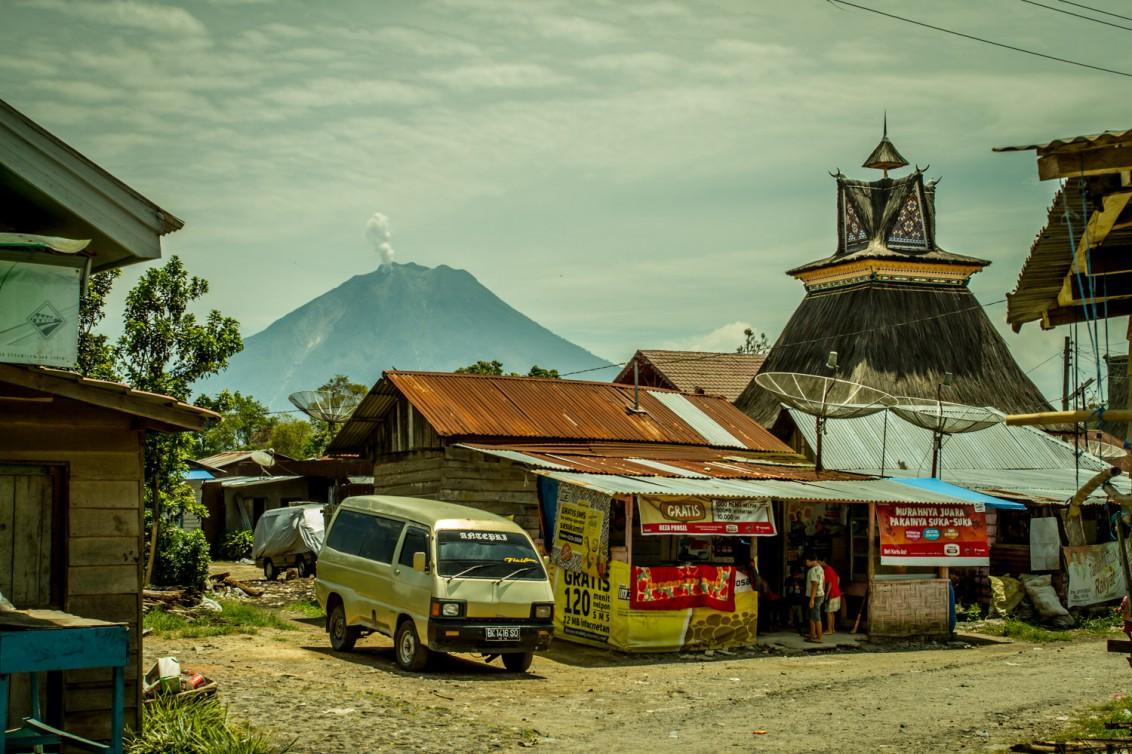 Berastagi Indonesien Blick auf den Vulkan