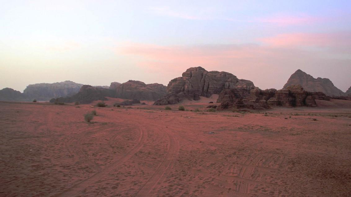 Das Wadi in der Abenddämmerung
