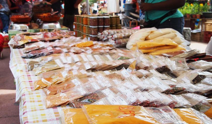 Gewürze-Markt-La-Reunion