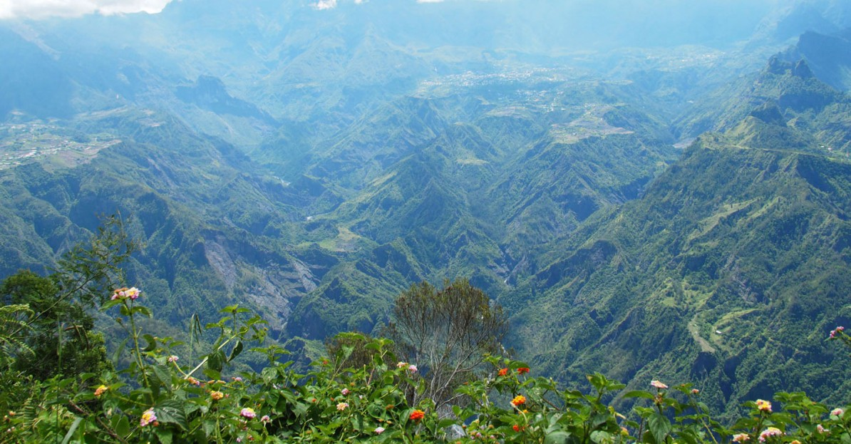 Panorama-Ausblick-Bergkette-La-Reunion