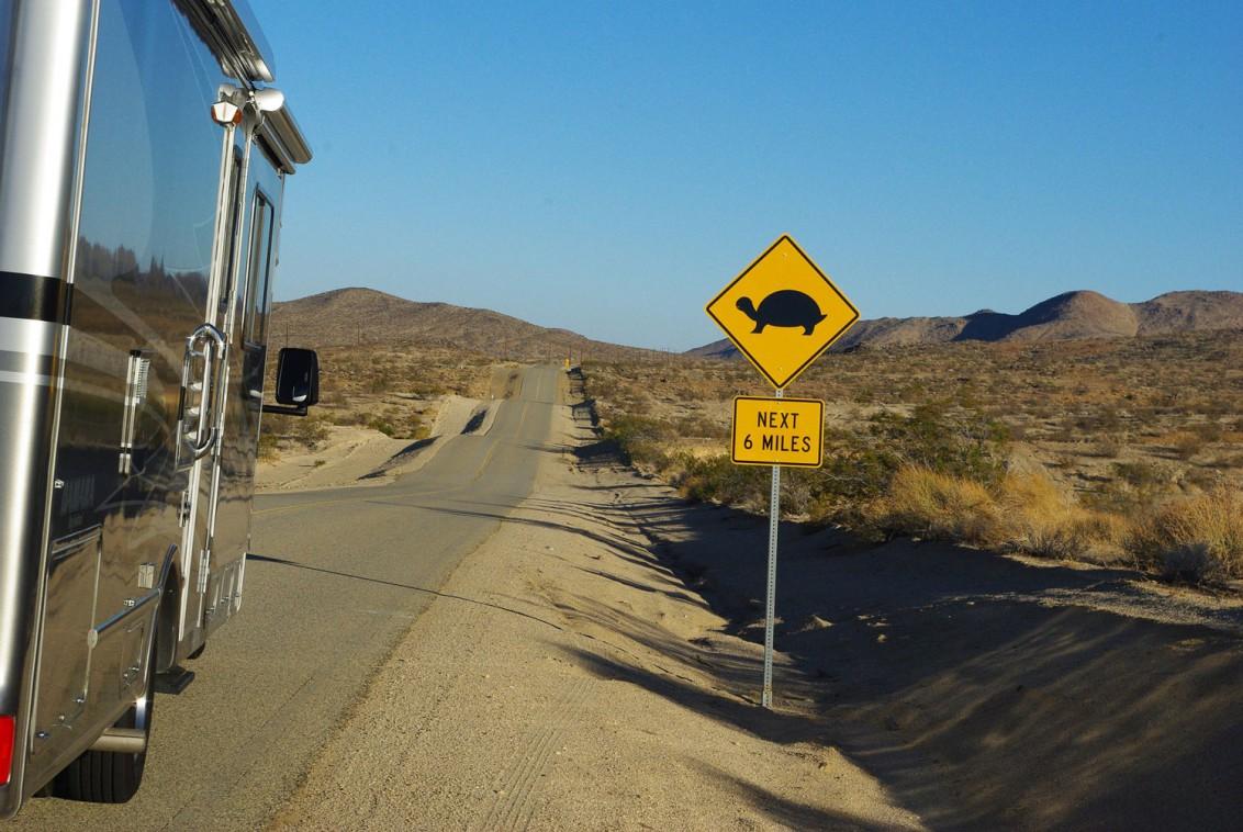RV-auf-einem-Highway
