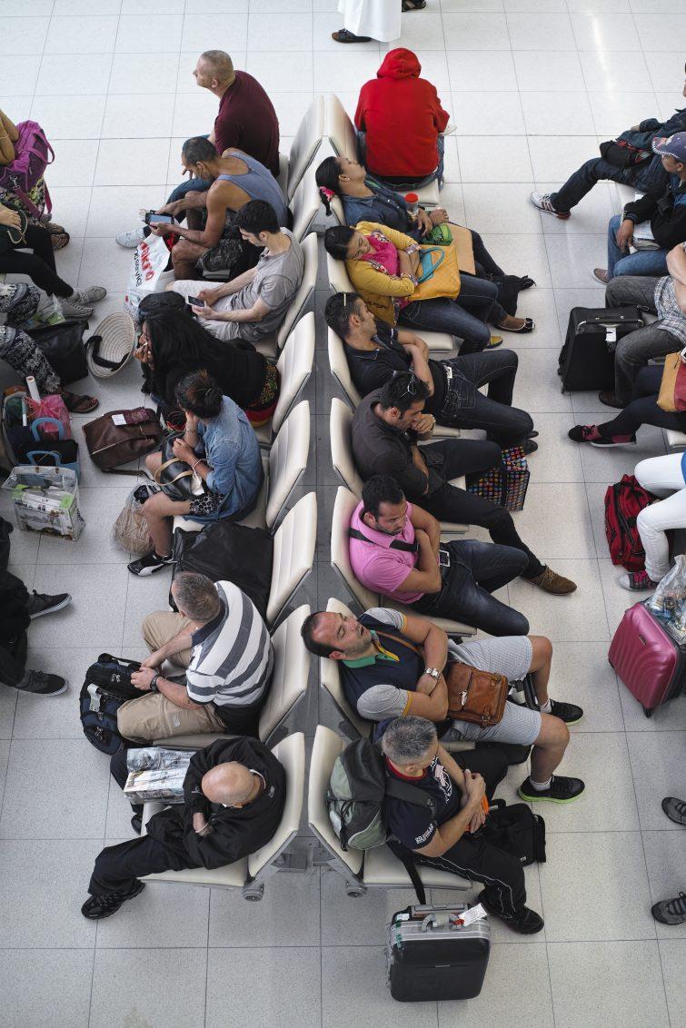 iStock_Warten_am_Flughafen_enviromantic_erweiterte_Lizenz